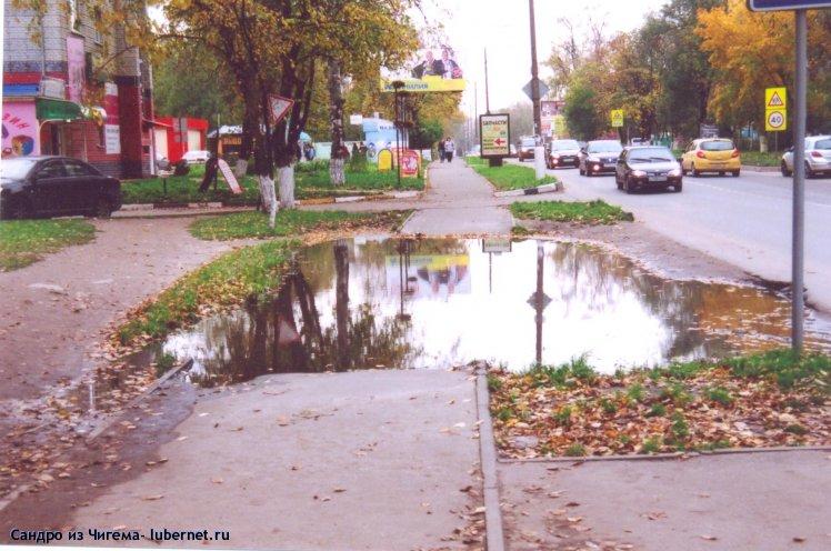 Фотография: Лужа достойная Гоголевского Миргорода на тротуаре  улицы Митрофанова.jpg, пользователя: В@cильичЪ