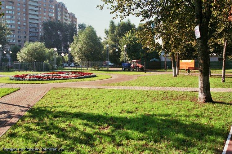 Фотография: Площадь с клумбой у восточного входа.jpg, пользователя: В@cильичЪ