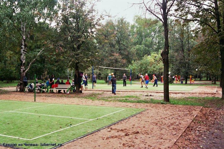 Фотография: Вид на игру в воллейбол со стороны бадминтонной площадки.jpg, пользователя: В@cильичЪ
