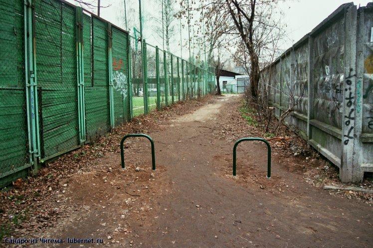 Фотография: Добрые люди установили ограждение на вьезд в парк со стороны клуба Звезда.jpg, пользователя: В@cильичЪ