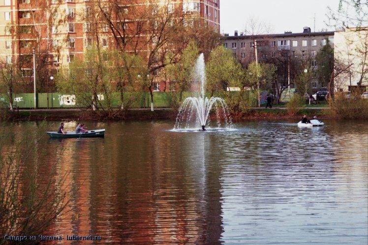 Фотография: Маломерные суда Наташинского пруда привлекает фонтан.jpg, пользователя: В@cильичЪ