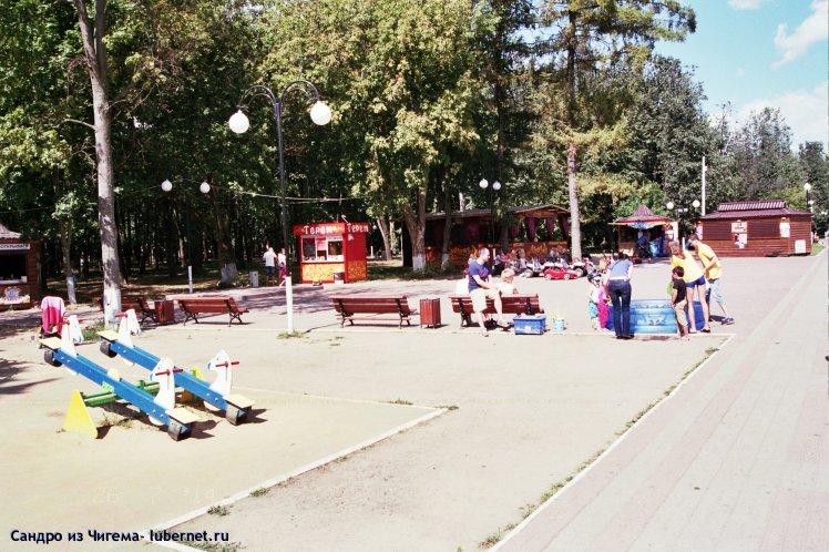 Фотография: Площадь в парке у прудов всё больше становится торговой площадью.jpg, пользователя: Иван Васильевич